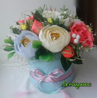 Букет в шляпной коробке, цветы из конфет, оригинальный подарок.. Киев. фото 1