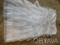 платье на девочку коктейльное белое . одевалось один раз на утренник. Поэтому со. Днепр, Днепропетровская область. фото 2