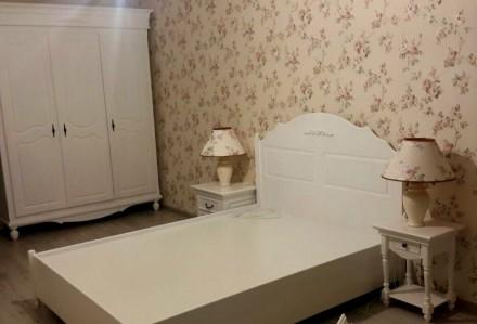 На сайте указана цена за кровать 1600х2000 мм спальное место и две прикроватные . Киев, Киевская область. фото 5