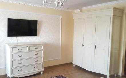 На сайте указана цена за кровать 1600х2000 мм спальное место и две прикроватные . Киев, Киевская область. фото 7