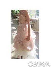 Нарядное платье розовое Цена 350 грн. Состояние хорошее. Покупали на выпуск в 4 . Киев, Киевская область. фото 3