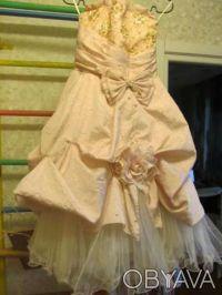 Нарядное платье розовое Цена 350 грн. Состояние хорошее. Покупали на выпуск в 4 . Киев, Киевская область. фото 4