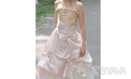 Нарядное платье розовое Цена 350 грн. Состояние хорошее. Покупали на выпуск в 4 . Киев, Киевская область. фото 1