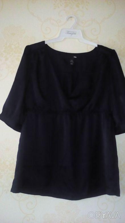 Женская блуза темно синего цвета, ткань атласная. Спереди глубокий вырез-запах. . Киев, Киевская область. фото 1