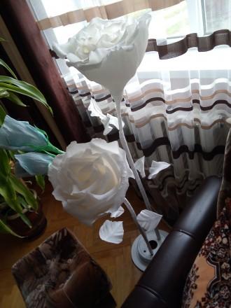 Ростові квіти на підставці.. Галич. фото 1