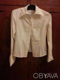Блуза блузка белая с длинным рукавом, на пуговицах, со стразами. Кривой Рог. фото 1