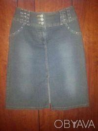 Юбка джинс стрейч со стразами, темно-серая с разрезом впереди. Кривой Рог. фото 1