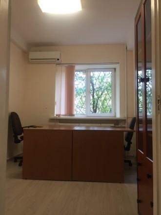 3 кабинета, евроремонт, частично есть офисная мебель, сигнализация, бронедверь, . Печерск, Киев, Киевская область. фото 4