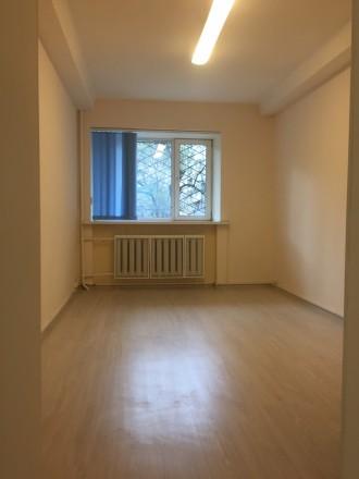 3 кабинета, евроремонт, частично есть офисная мебель, сигнализация, бронедверь, . Печерск, Киев, Киевская область. фото 3