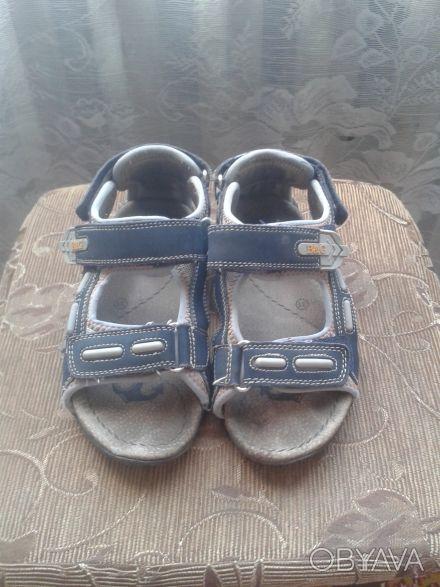 Продам сандалии в нормальном состоянии.Длина стельки 19 см.Все следы носки видно. Киев, Киевская область. фото 1