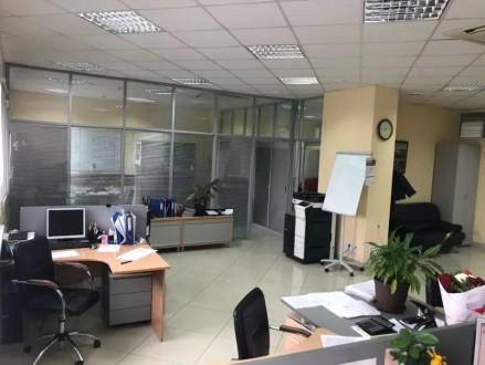 Бизнес-центр находится в самом центре столицы, в его деловой и активной части, г. Центр, Киев, Киевская область. фото 3
