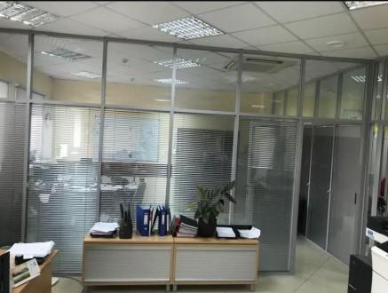 Бизнес-центр находится в самом центре столицы, в его деловой и активной части, г. Центр, Киев, Киевская область. фото 4