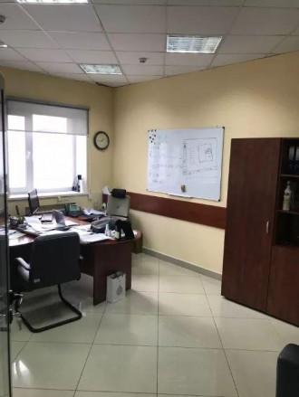 Бизнес-центр находится в самом центре столицы, в его деловой и активной части, г. Центр, Киев, Киевская область. фото 7