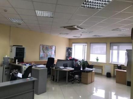 Бизнес-центр находится в самом центре столицы, в его деловой и активной части, г. Центр, Киев, Киевская область. фото 6