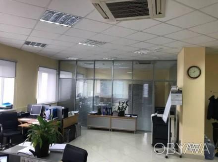 Бизнес-центр находится в самом центре столицы, в его деловой и активной части, г. Центр, Киев, Киевская область. фото 1