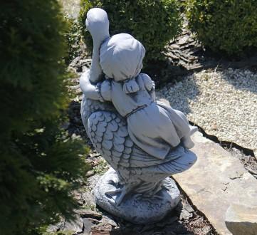 Садовая фигура Девочка с гусем – качественная скульптура девочки, которая сидит . Хмельницкий, Хмельницкая область. фото 4