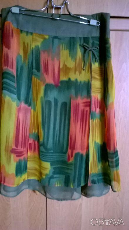 Цветная шифоновая юбка на однотонной шифоновой подкладке.Впереди с боку разрез у. Киев, Киевская область. фото 1
