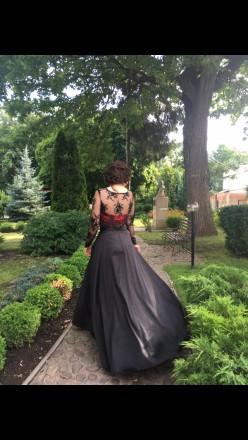 Платье одевалось 1 раз на выпускной, состояние отличное. Юбка из атласа по талии. Сумы, Сумская область. фото 3