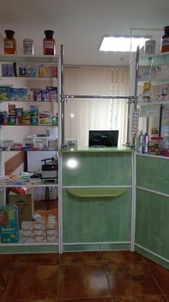 Продается мебель для аптеки, б/у в хорошем  состоянии. Витрина 1,8х3,4м. 3 шкафа. Киев, Киевская область. фото 5