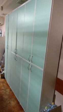 Продается мебель для аптеки, б/у в хорошем  состоянии. Витрина 1,8х3,4м. 3 шкафа. Киев, Киевская область. фото 4