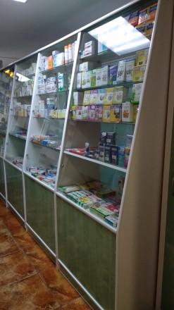 Продается мебель для аптеки, б/у в хорошем  состоянии. Витрина 1,8х3,4м. 3 шкафа. Киев, Киевская область. фото 3