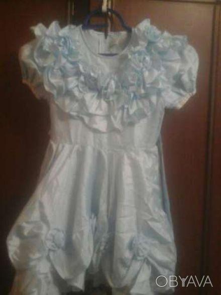 Платье на девочку 4-5лет 32 см полуобхват талии.  72 см длина    голубой цвет. Дніпро, Дніпропетровська область. фото 1