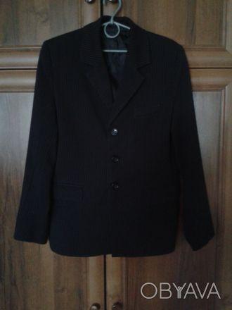 школьная форма черного цвета в линию.состояние хорошее.длина пиджака по спине 65. Житомир, Житомирская область. фото 1