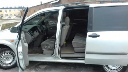 СМОТРИМ внимательно на наклейки на авто. 7 мест. В хорошем состоянии. Двигатель . Киев, Киевская область. фото 4