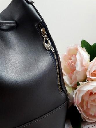 Отличная модель модной сумочки-торбы грушевидной формы, выполненной в классическ. Запорожье, Запорожская область. фото 6