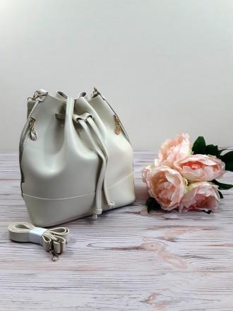 Отличная модель модной сумочки-торбы грушевидной формы, выполненной в классическ. Запорожье, Запорожская область. фото 3