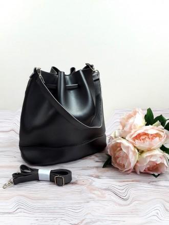 Отличная модель модной сумочки-торбы грушевидной формы, выполненной в классическ. Запорожье, Запорожская область. фото 2