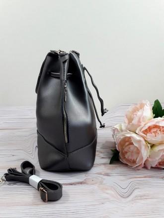 Отличная модель модной сумочки-торбы грушевидной формы, выполненной в классическ. Запорожье, Запорожская область. фото 4