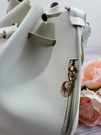 Отличная модель модной сумочки-торбы грушевидной формы, выполненной в классическ. Запорожье, Запорожская область. фото 10