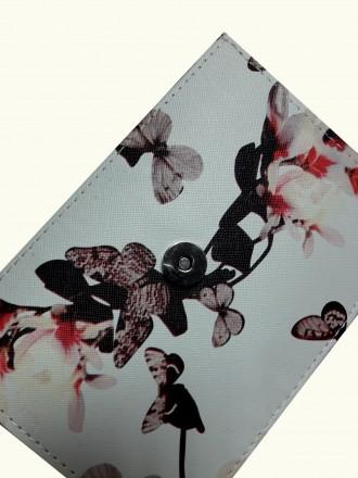 Бежевая женская сумочка с яркой летней расцветкой в цветах и бабочках создает не. Запорожье, Запорожская область. фото 4