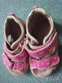 Продам кожаные босоножки для девочки 21 размер, по стельке 13 см. Потертые, но ц. Киев, Киевская область. фото 3
