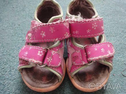 Продам кожаные босоножки для девочки 21 размер, по стельке 13 см. Потертые, но ц. Киев, Киевская область. фото 1