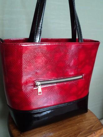 Очень красивая женская сумка,лак,Полноценные карманы по бокам сумки на молнии , . Новомосковск, Днепропетровская область. фото 3