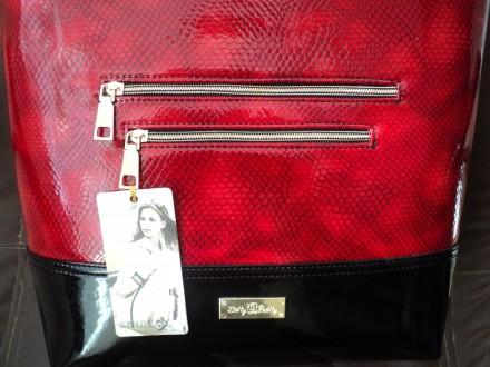 Очень красивая женская сумка,лак,Полноценные карманы по бокам сумки на молнии , . Новомосковск, Днепропетровская область. фото 7