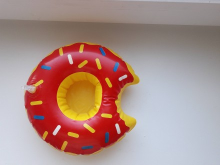 Прикольный надувной подстаканник пончик красный. Запорожье. фото 1