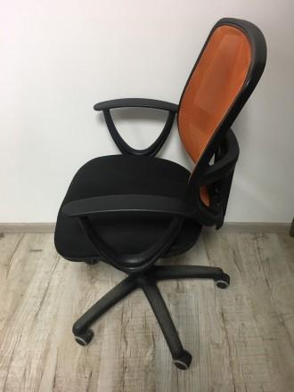 Хорошее офисное кресло, все крепления рабочие , без дефектов. Очень желательно с. Львов, Львовская область. фото 4