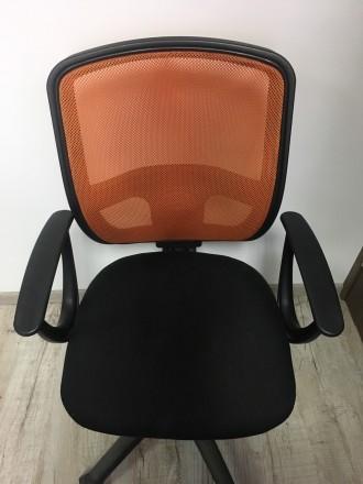 Хорошее офисное кресло, все крепления рабочие , без дефектов. Очень желательно с. Львов, Львовская область. фото 3