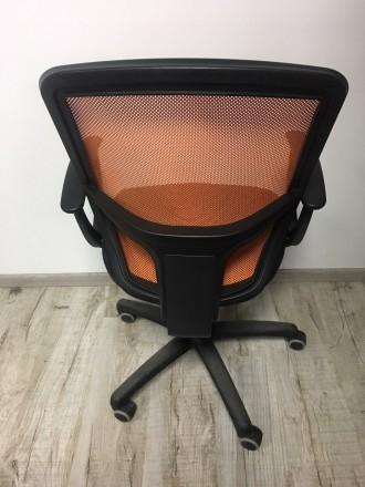 Хорошее офисное кресло, все крепления рабочие , без дефектов. Очень желательно с. Львов, Львовская область. фото 5
