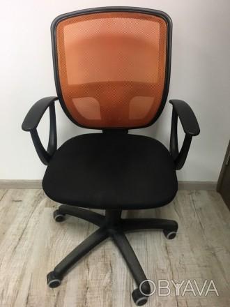 Хорошее офисное кресло, все крепления рабочие , без дефектов. Очень желательно с. Львов, Львовская область. фото 1