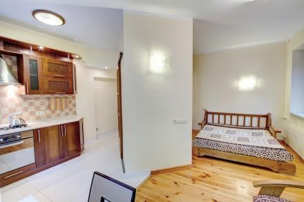 1-комнатная квартира-студия в одном из живописнейших мест Одессы, находится на у. Приморский, Одесса, Одесская область. фото 4