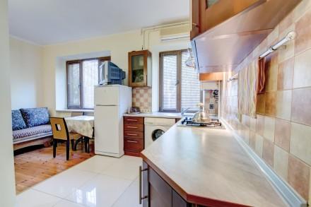 1-комнатная квартира-студия в одном из живописнейших мест Одессы, находится на у. Приморский, Одесса, Одесская область. фото 3