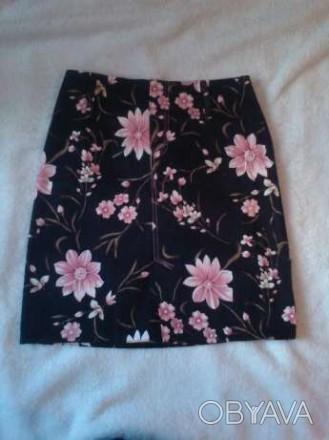 Продам красивую юбку в отличном состоянии. Длина - 47 см, талия - 35 см, бедра- . Киев, Киевская область. фото 1