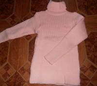 Свитер-водолазка на девочку нежно-розового цвета с жилеткой. Длина свитера - 45 . Кривий Ріг, Дніпропетровська область. фото 3