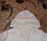 Молочно-белая кофточка с капюшоном на 3 года, в отличном состоянии. Длина издели. Кривой Рог, Днепропетровская область. фото 4