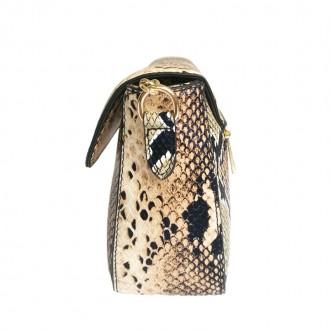 Сумка изготовлена из искусственной кожи, застегивается на кнопку В комплекте рем. Запорожье, Запорожская область. фото 4