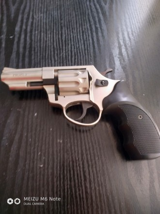 продам револьвер под потрон флабера Zbroia Profi-3. Запорожье. фото 1